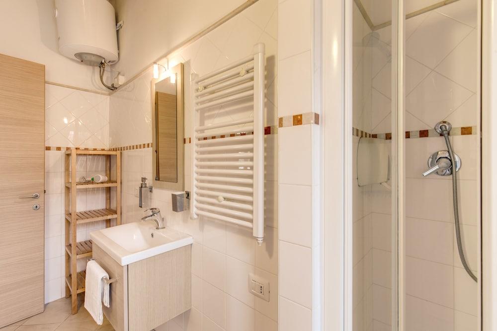 아우렐리아 바티칸 아파트먼츠(Aurelia Vatican Apartments) Hotel Image 57 - Bathroom