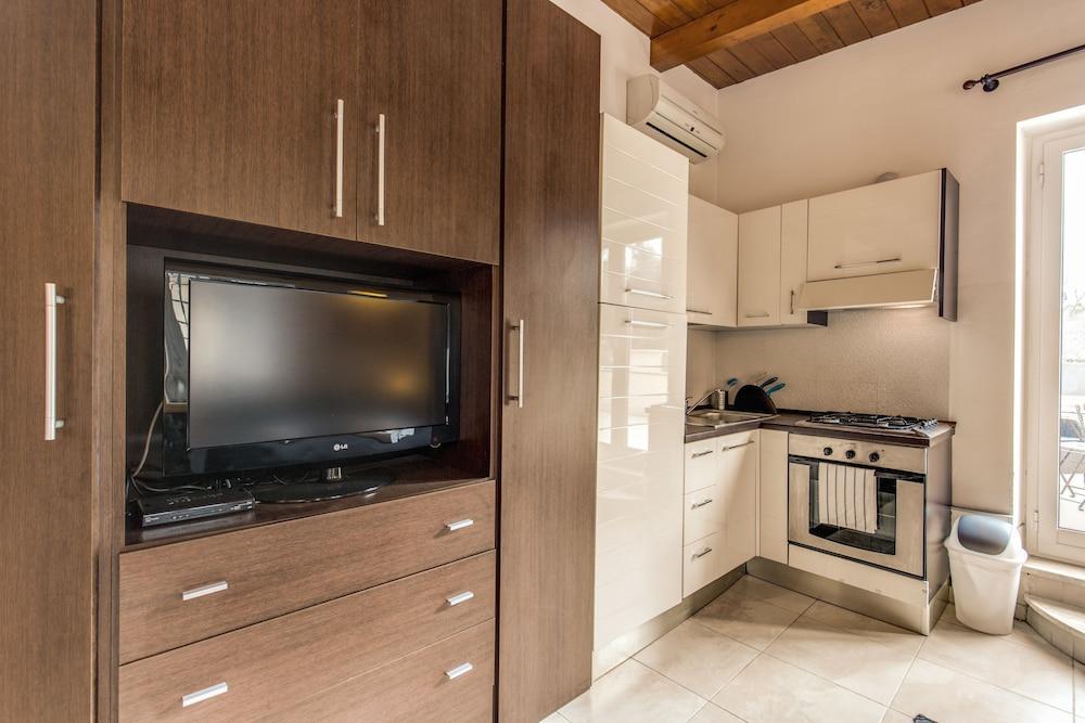 아우렐리아 바티칸 아파트먼츠(Aurelia Vatican Apartments) Hotel Image 38 - In-Room Kitchen