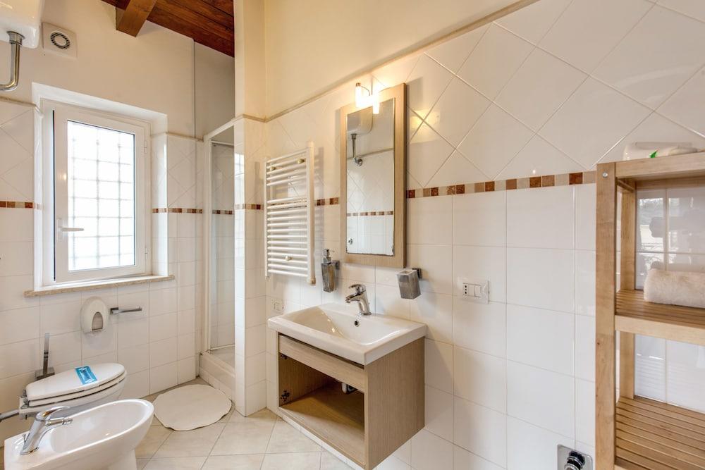 아우렐리아 바티칸 아파트먼츠(Aurelia Vatican Apartments) Hotel Image 58 - Bathroom