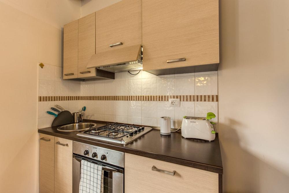아우렐리아 바티칸 아파트먼츠(Aurelia Vatican Apartments) Hotel Image 35 - In-Room Kitchen