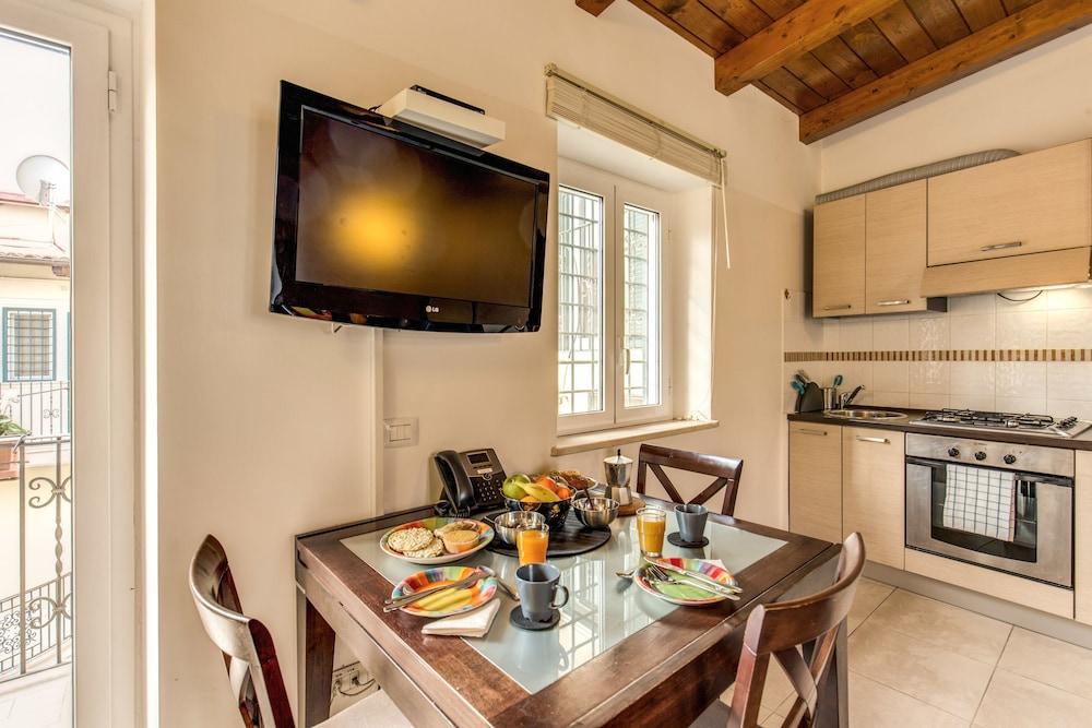 아우렐리아 바티칸 아파트먼츠(Aurelia Vatican Apartments) Hotel Image 32 - In-Room Dining