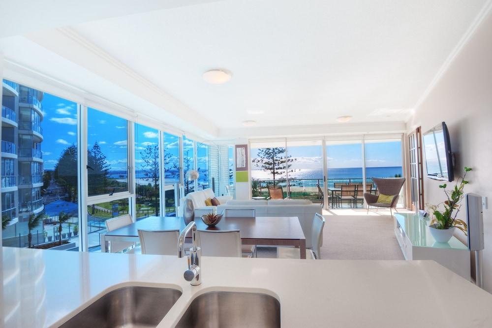 리플렉션 온 더 시(Reflection on the Sea) Hotel Image 18 - Living Area