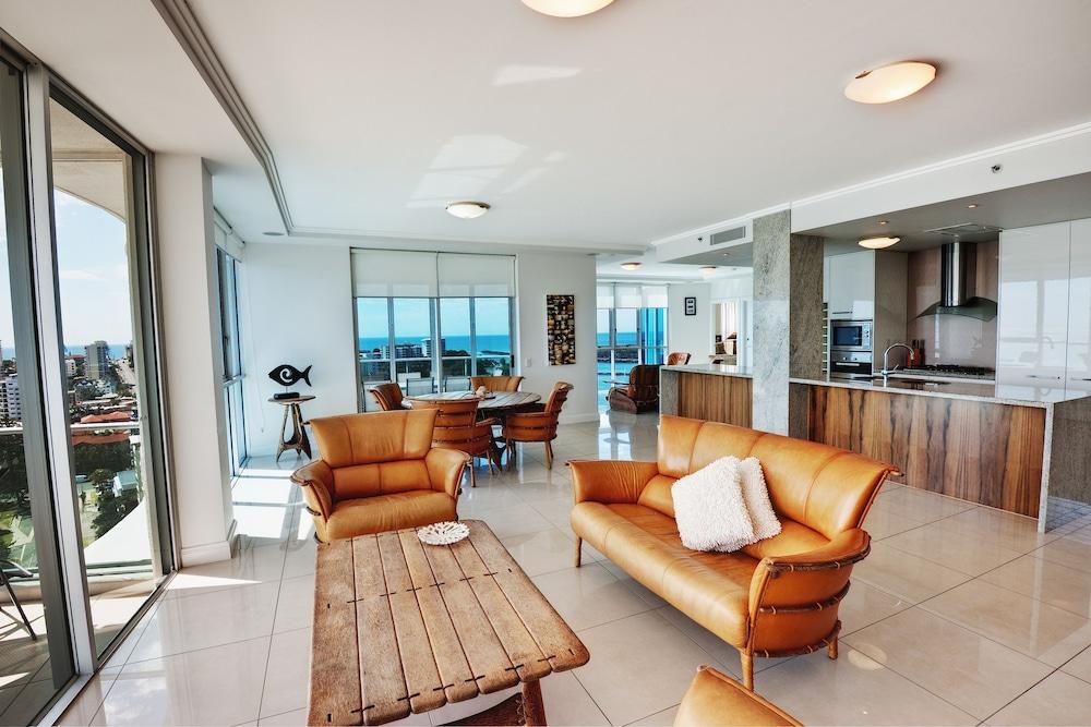 리플렉션 온 더 시(Reflection on the Sea) Hotel Image 23 - Living Area