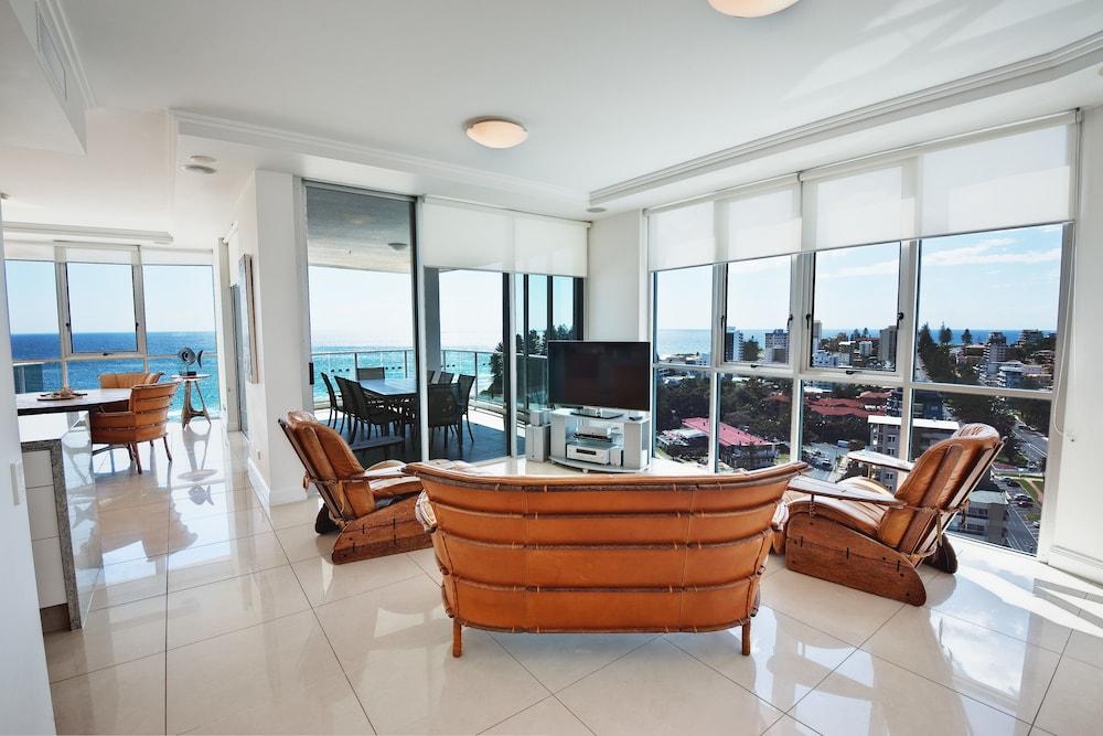 리플렉션 온 더 시(Reflection on the Sea) Hotel Image 25 - Living Area