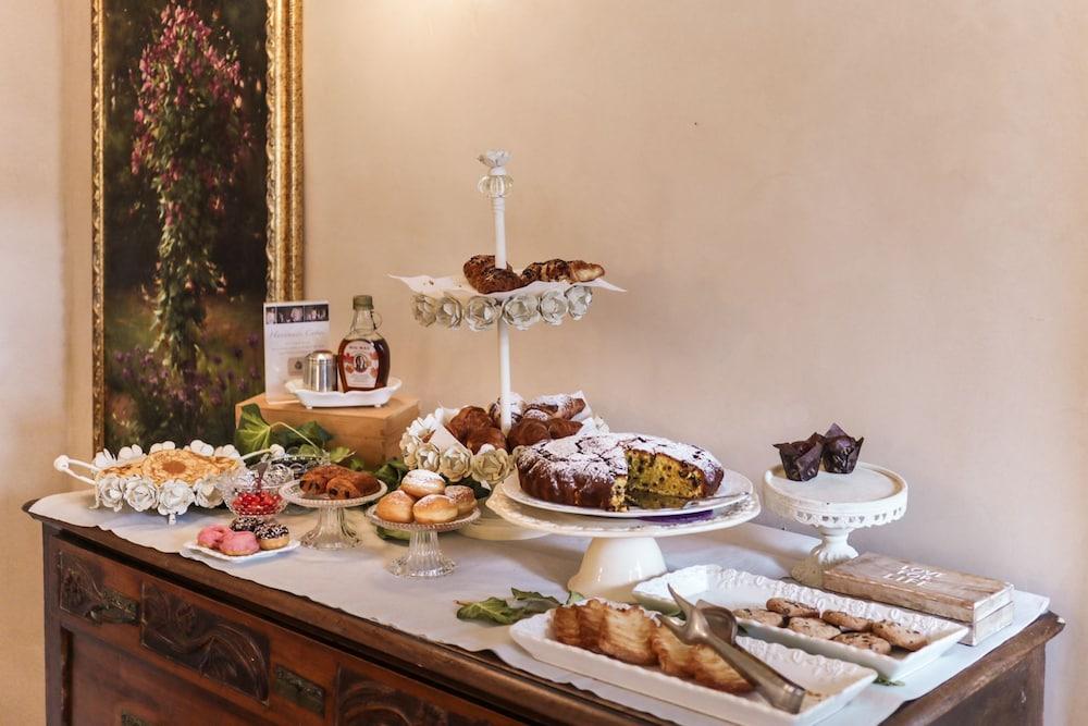 팔라초 노벨로(Palazzo Novello) Hotel Image 38 - Breakfast Meal
