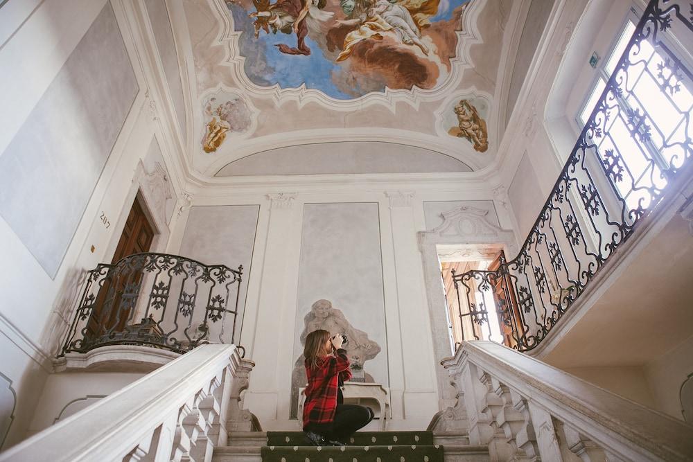팔라초 노벨로(Palazzo Novello) Hotel Image 29 - Interior Entrance