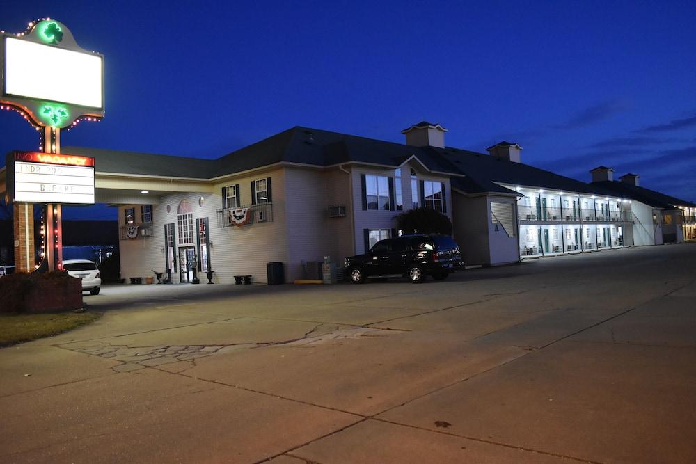 서던 오크스 인(Southern Oaks Inn) Hotel Image 38 - Exterior detail