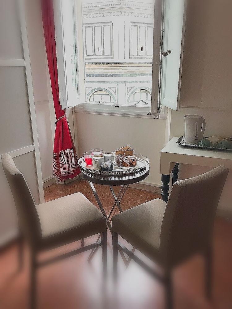 두오모 뷰 B&B(Duomo View B&B) Hotel Image 5 - Room Service - Dining