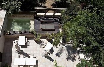 스피릿 오브 더 나이츠 부티크(Spirit Of The Knights Boutique) Hotel Image 23 - Outdoor Spa Tub