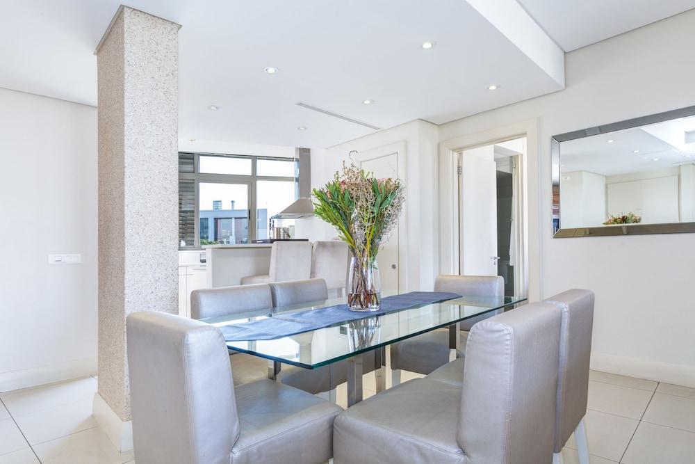 로힐 럭셔리 아파트먼트(Lawhill Luxury Apartments) Hotel Image 19 - In-Room Dining