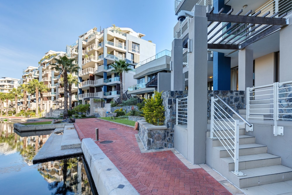 로힐 럭셔리 아파트먼트(Lawhill Luxury Apartments) Hotel Image 96 - Terrace/Patio