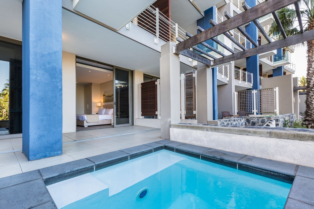 로힐 럭셔리 아파트먼트(Lawhill Luxury Apartments) Hotel Image 91 - Outdoor Spa Tub