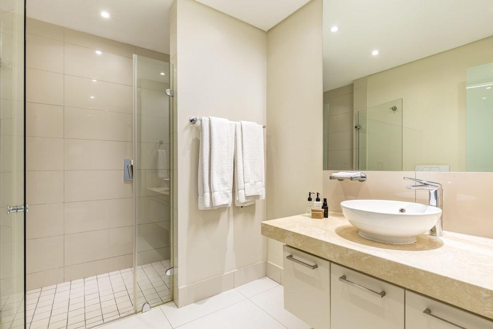 로힐 럭셔리 아파트먼트(Lawhill Luxury Apartments) Hotel Image 76 - Bathroom