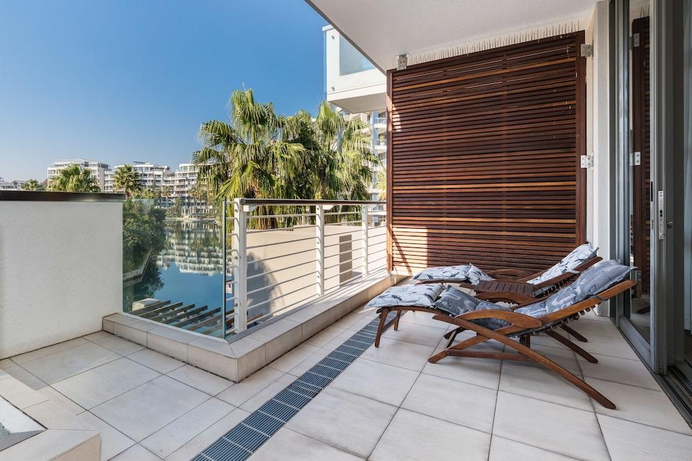 로힐 럭셔리 아파트먼트(Lawhill Luxury Apartments) Hotel Image 55 - Terrace/Patio