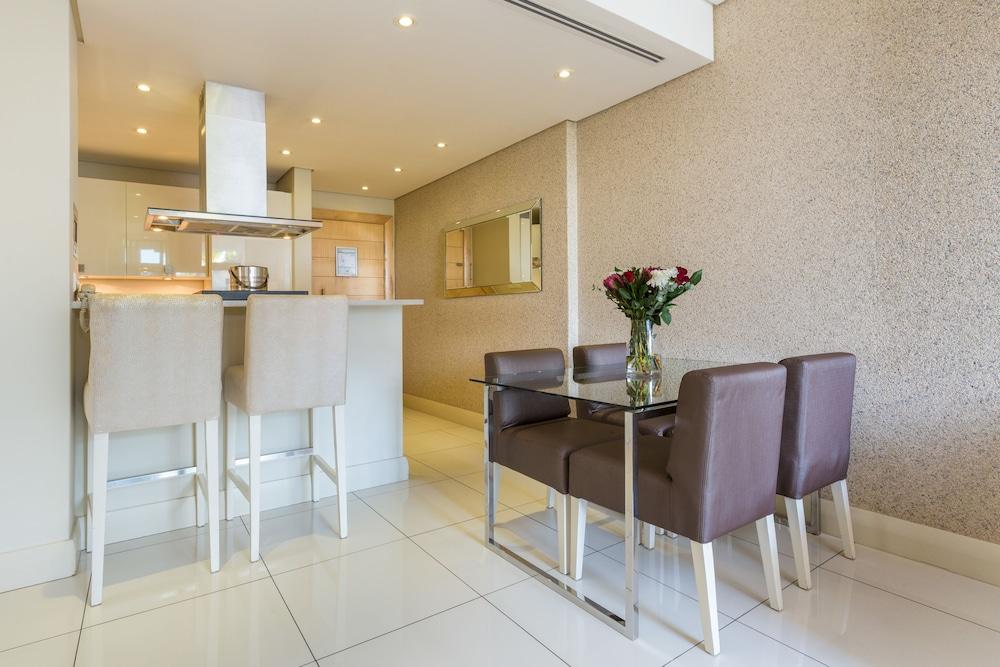 로힐 럭셔리 아파트먼트(Lawhill Luxury Apartments) Hotel Image 18 - In-Room Dining
