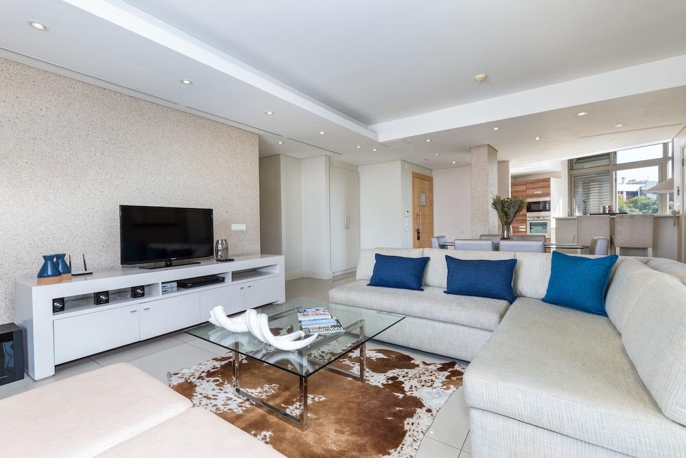 로힐 럭셔리 아파트먼트(Lawhill Luxury Apartments) Hotel Image 43 - Living Area