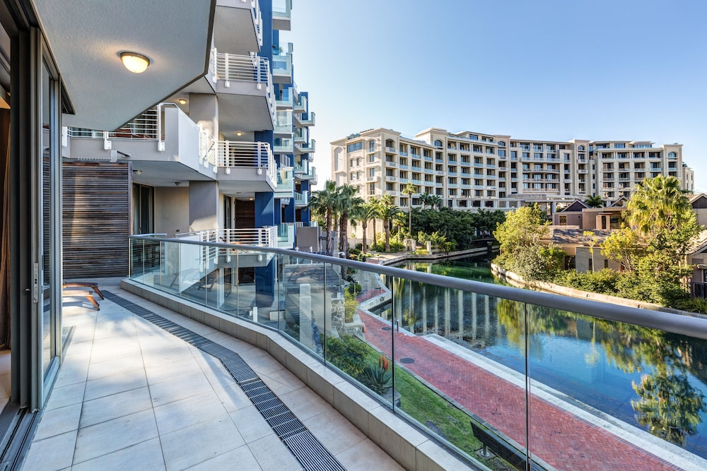 로힐 럭셔리 아파트먼트(Lawhill Luxury Apartments) Hotel Image 3 - Balcony View