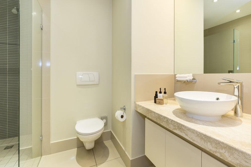 로힐 럭셔리 아파트먼트(Lawhill Luxury Apartments) Hotel Image 73 - Bathroom