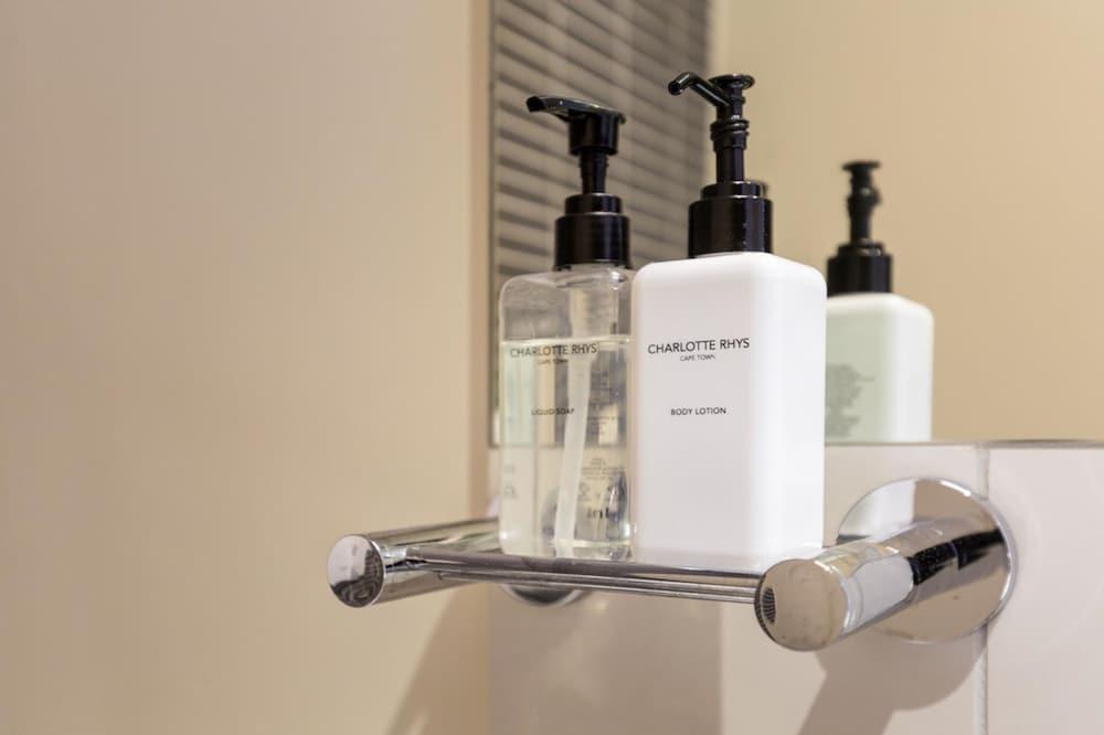 로힐 럭셔리 아파트먼트(Lawhill Luxury Apartments) Hotel Image 88 - Bathroom Amenities