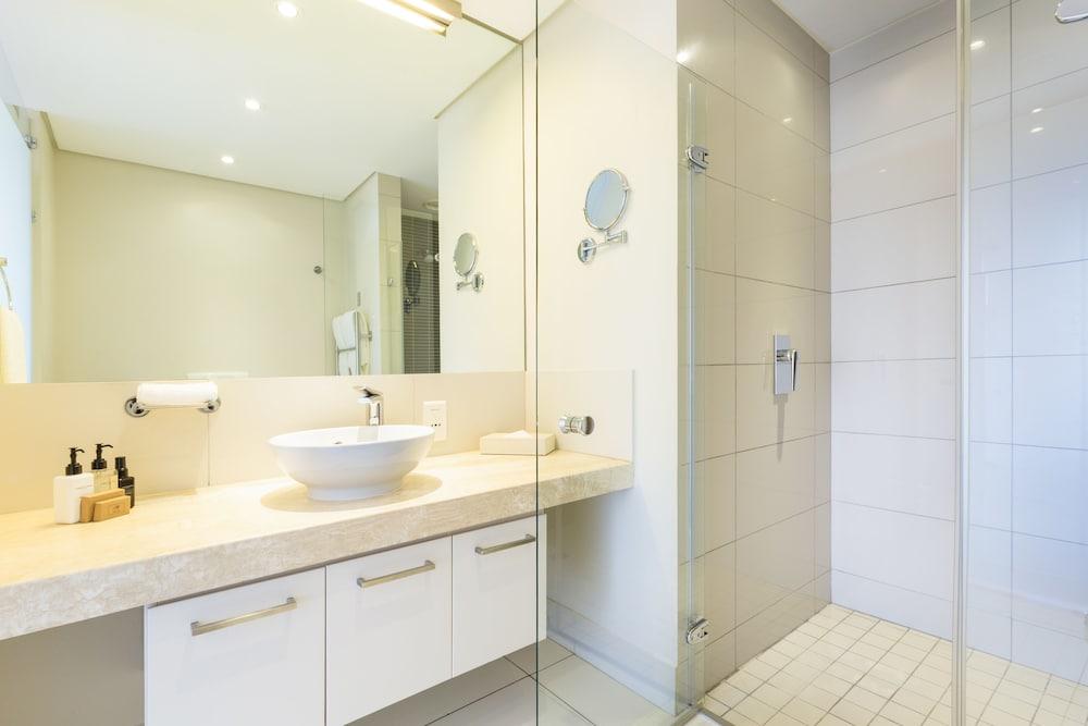 로힐 럭셔리 아파트먼트(Lawhill Luxury Apartments) Hotel Image 74 - Bathroom