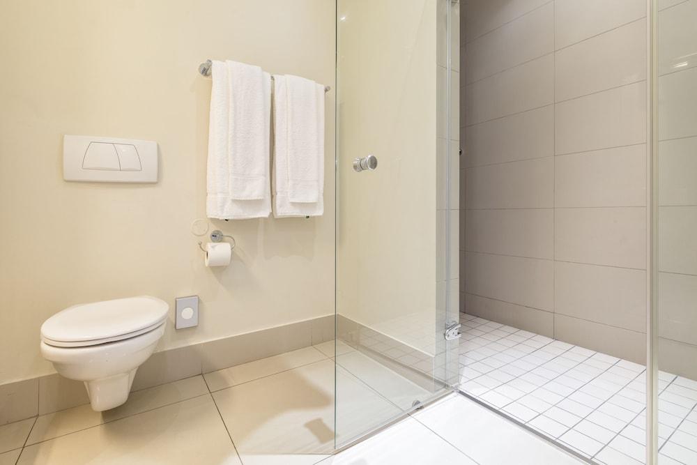 로힐 럭셔리 아파트먼트(Lawhill Luxury Apartments) Hotel Image 77 - Bathroom