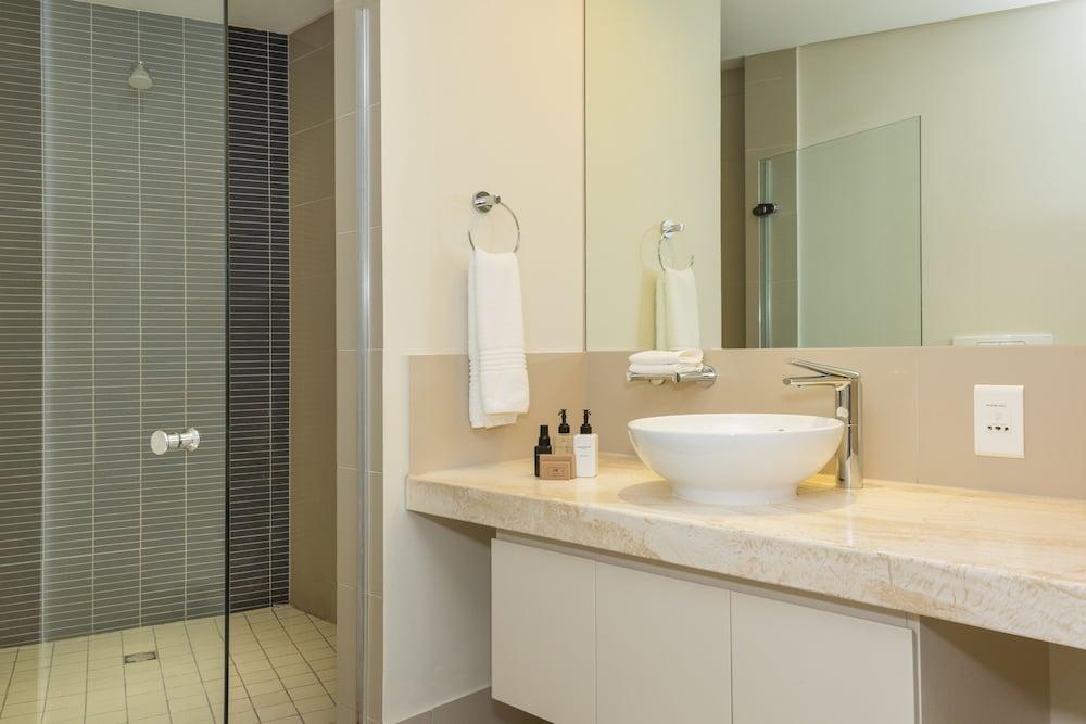 로힐 럭셔리 아파트먼트(Lawhill Luxury Apartments) Hotel Image 75 - Bathroom