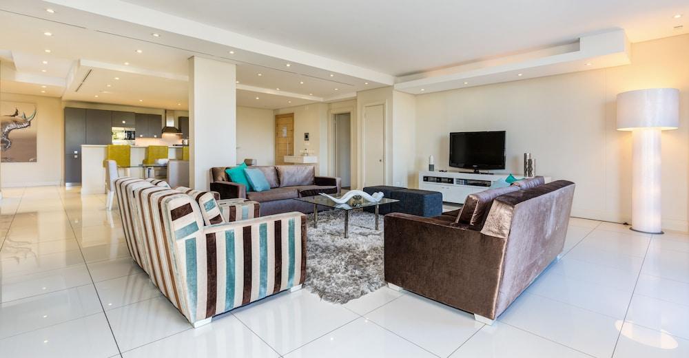 로힐 럭셔리 아파트먼트(Lawhill Luxury Apartments) Hotel Image 50 - Living Room