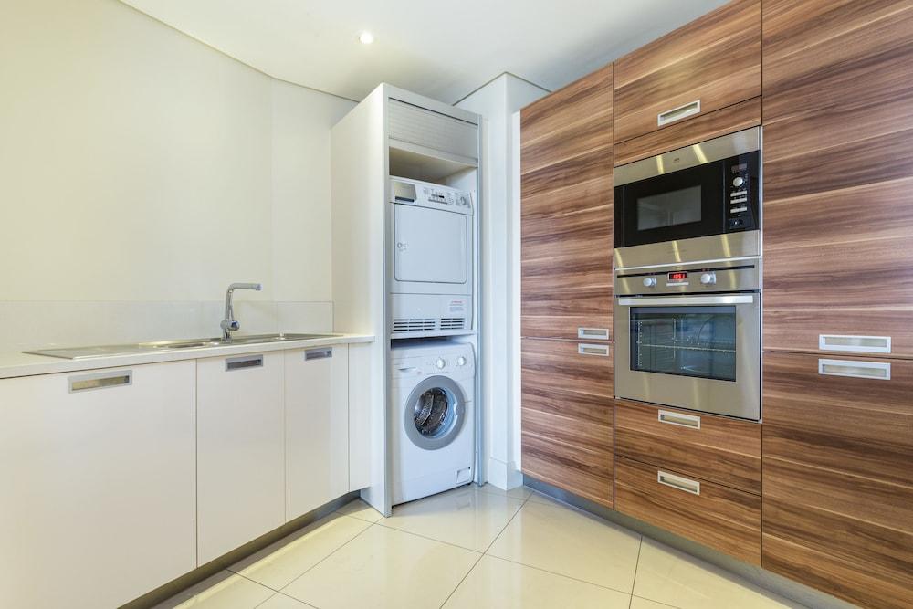 로힐 럭셔리 아파트먼트(Lawhill Luxury Apartments) Hotel Image 25 - In-Room Kitchen