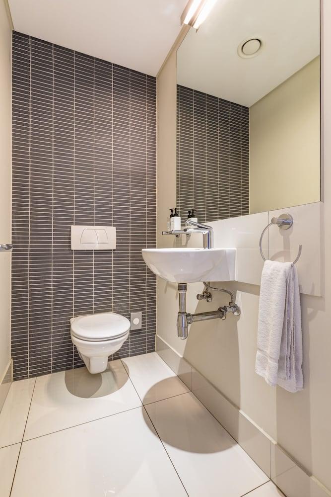 로힐 럭셔리 아파트먼트(Lawhill Luxury Apartments) Hotel Image 78 - Bathroom