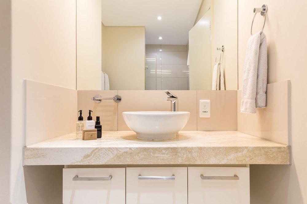 로힐 럭셔리 아파트먼트(Lawhill Luxury Apartments) Hotel Image 80 - Bathroom