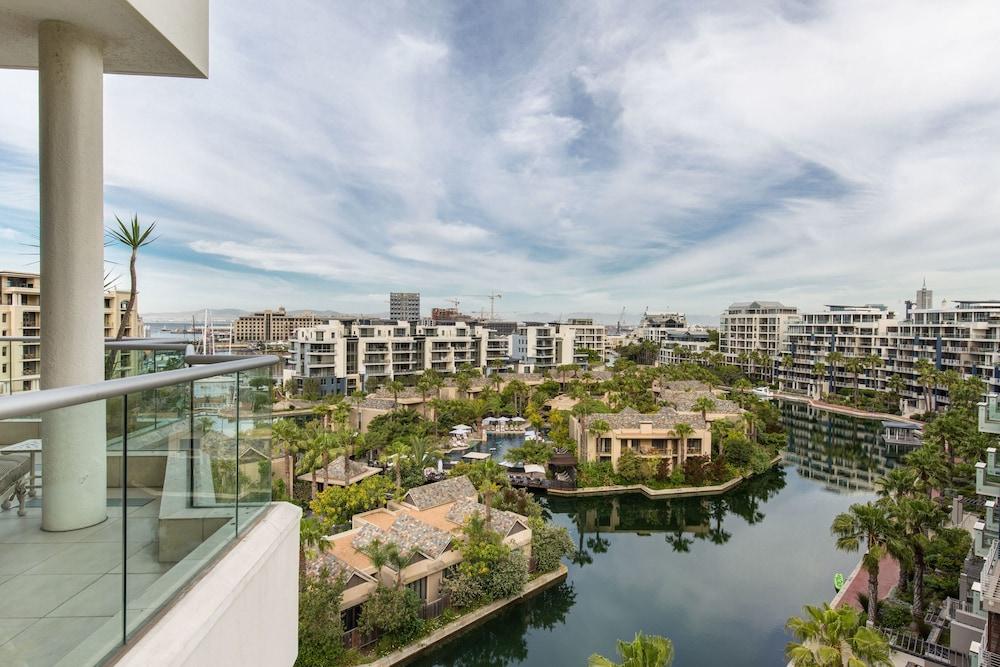 로힐 럭셔리 아파트먼트(Lawhill Luxury Apartments) Hotel Image 104 - Balcony View