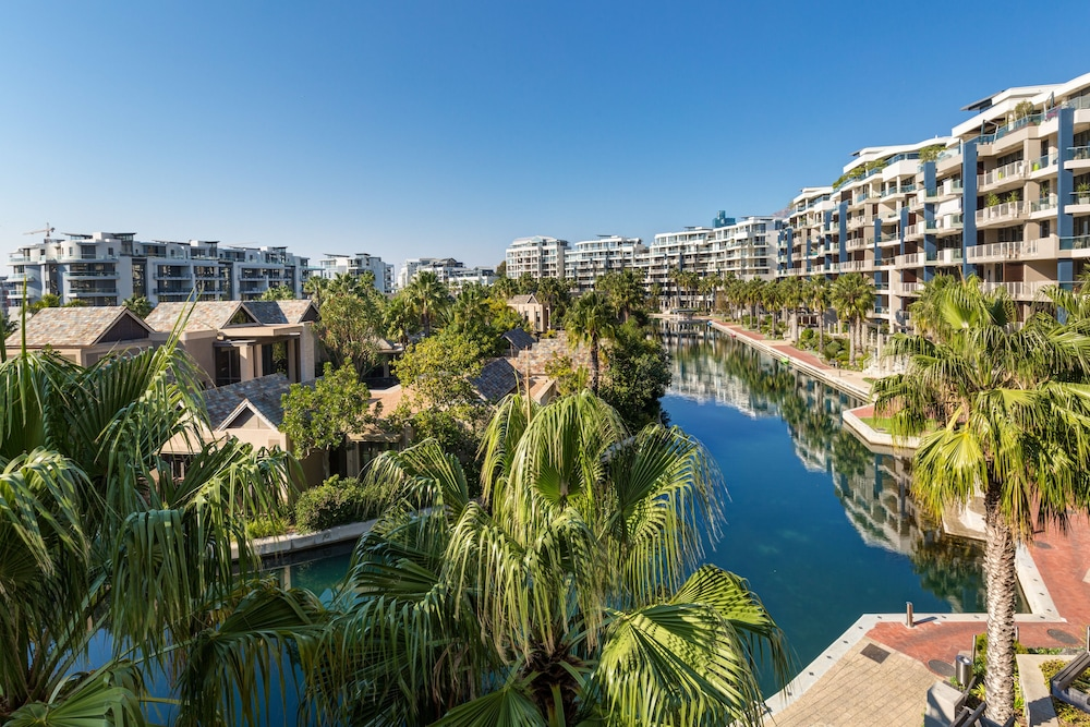 로힐 럭셔리 아파트먼트(Lawhill Luxury Apartments) Hotel Image 100 - View from Hotel