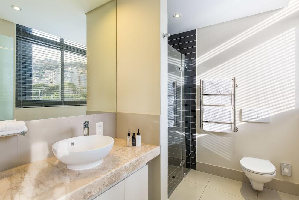 로힐 럭셔리 아파트먼트(Lawhill Luxury Apartments) Hotel Image 81 - Bathroom