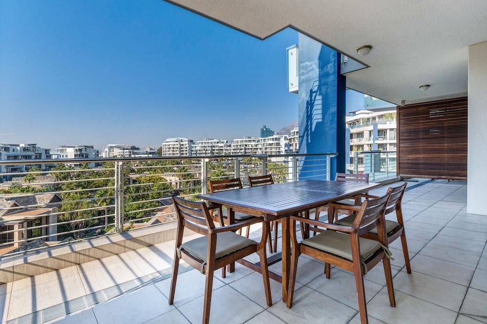 로힐 럭셔리 아파트먼트(Lawhill Luxury Apartments) Hotel Image 60 - Terrace/Patio