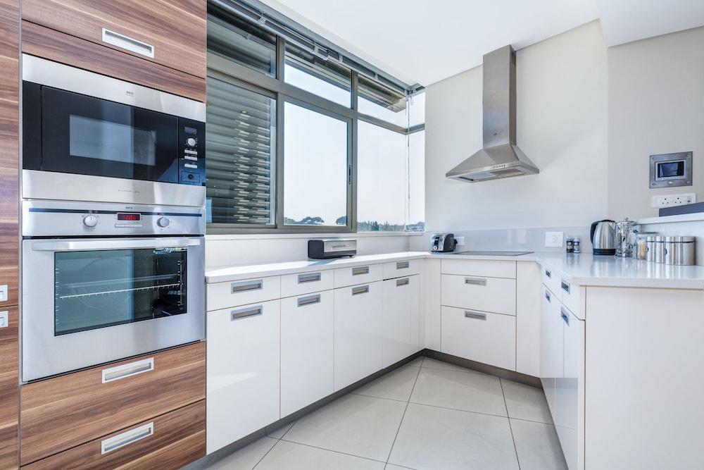 로힐 럭셔리 아파트먼트(Lawhill Luxury Apartments) Hotel Image 30 - In-Room Kitchen