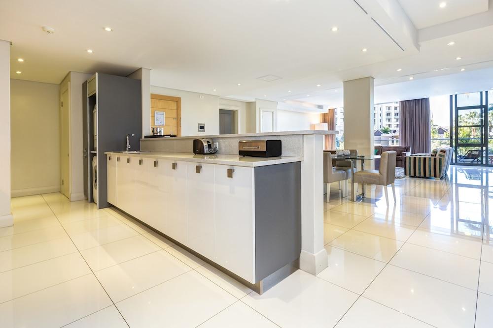 로힐 럭셔리 아파트먼트(Lawhill Luxury Apartments) Hotel Image 32 - In-Room Kitchen