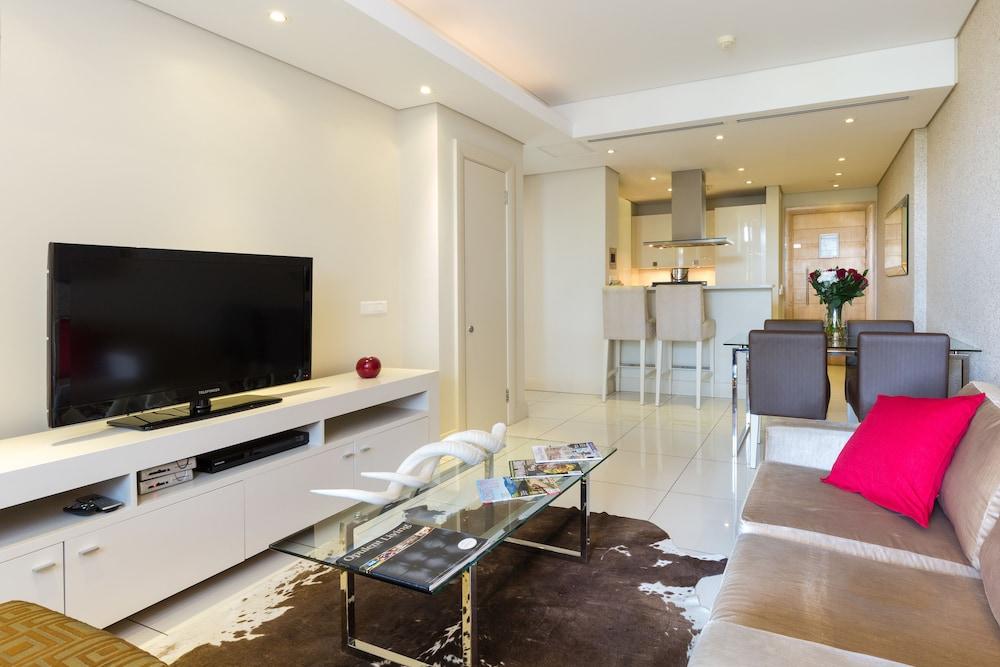 로힐 럭셔리 아파트먼트(Lawhill Luxury Apartments) Hotel Image 46 - Living Room