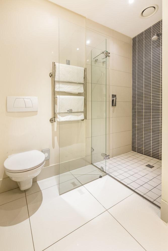 로힐 럭셔리 아파트먼트(Lawhill Luxury Apartments) Hotel Image 83 - Bathroom