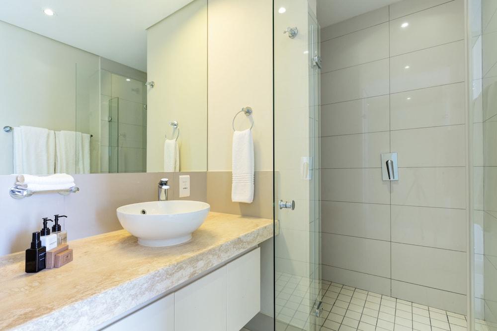로힐 럭셔리 아파트먼트(Lawhill Luxury Apartments) Hotel Image 84 - Bathroom