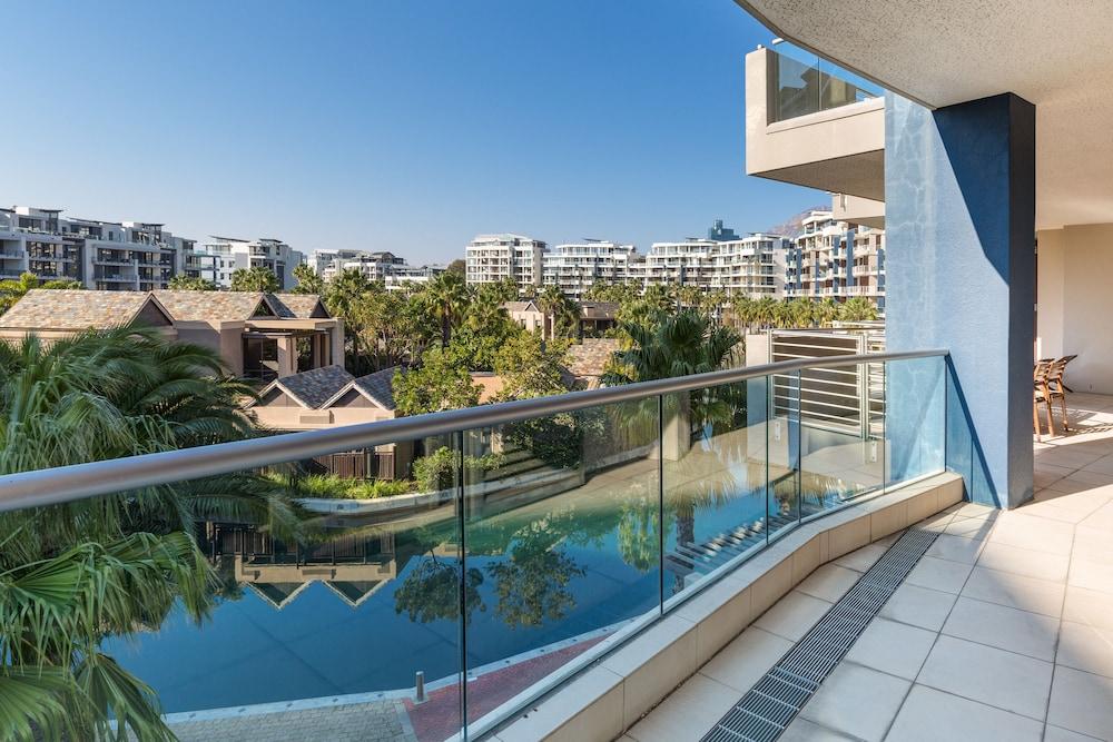 로힐 럭셔리 아파트먼트(Lawhill Luxury Apartments) Hotel Image 102 - Balcony View