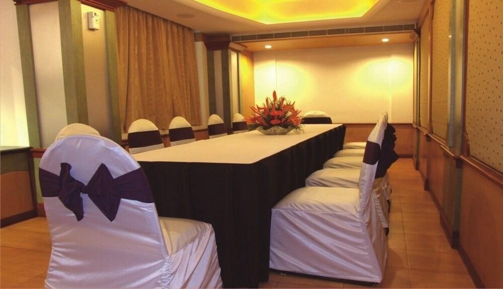마우리아 라지다니(Maurya Rajadhani) Hotel Image 14 - Meeting Facility