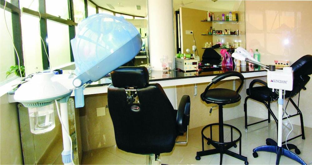 마우리아 라지다니(Maurya Rajadhani) Hotel Image 7 - Hair Salon