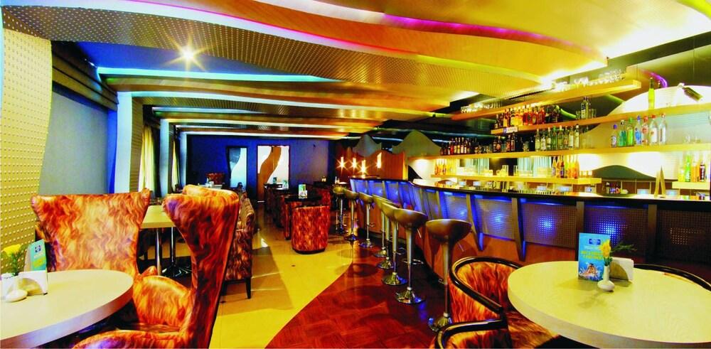 마우리아 라지다니(Maurya Rajadhani) Hotel Image 12 - Hotel Bar
