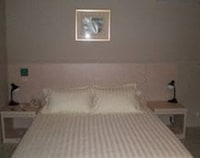 Business Room, 1 Queen Bed (A)