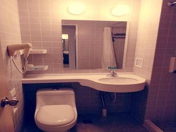 Jinjiang Inn Tianjin Bawei Road - Bathroom  - #0