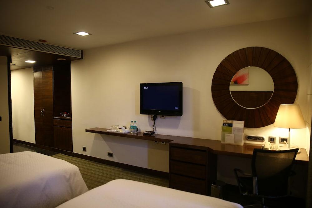 포 포인츠 바이 쉐라톤 비사카파트남(Four Points by Sheraton Visakhapatnam) Hotel Image 12 - Guestroom