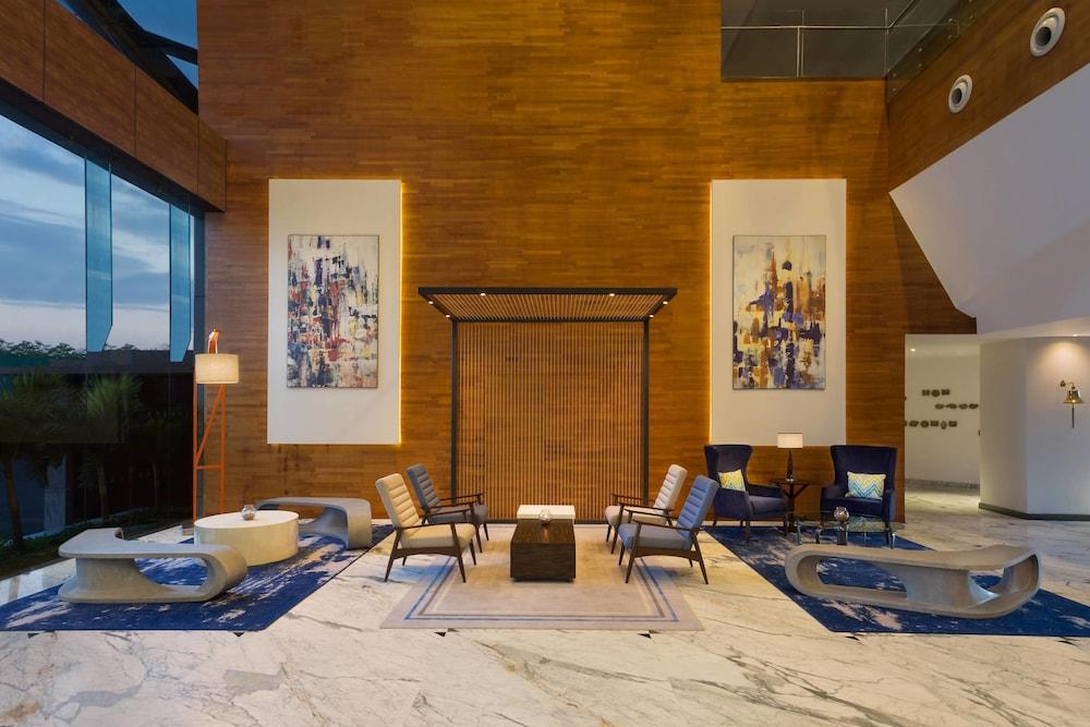 포 포인츠 바이 쉐라톤 비사카파트남(Four Points by Sheraton Visakhapatnam) Hotel Image 2 - Lobby