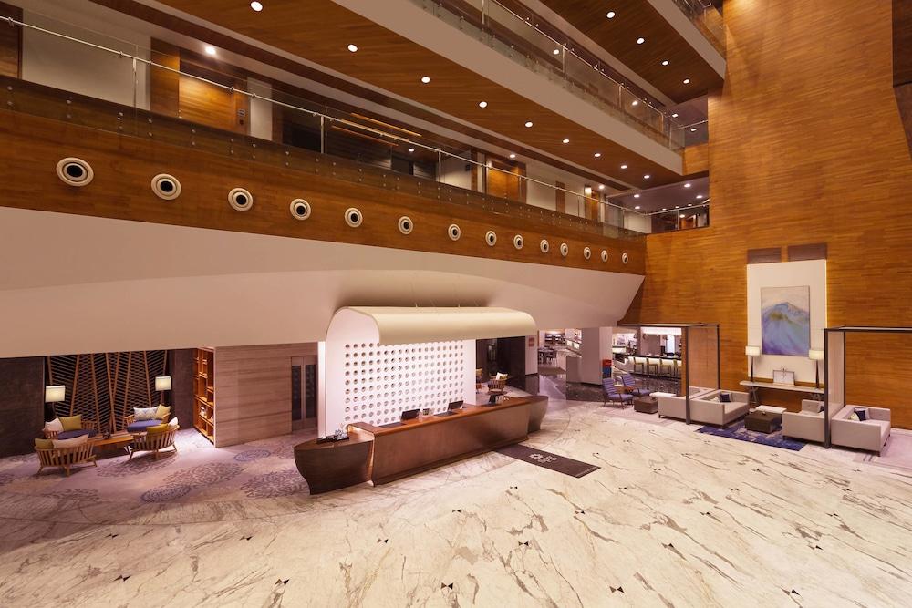 포 포인츠 바이 쉐라톤 비사카파트남(Four Points by Sheraton Visakhapatnam) Hotel Image 1 - Lobby