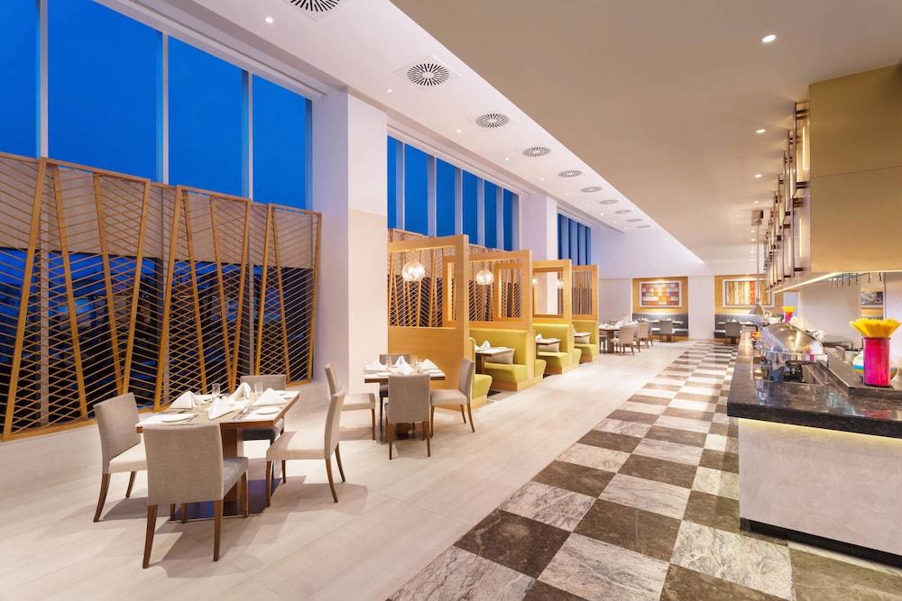 포 포인츠 바이 쉐라톤 비사카파트남(Four Points by Sheraton Visakhapatnam) Hotel Image 20 - Restaurant
