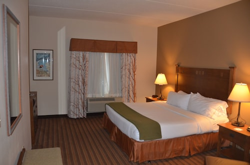 Holiday Inn Express Hotel & Suites Donegal, Westmoreland
